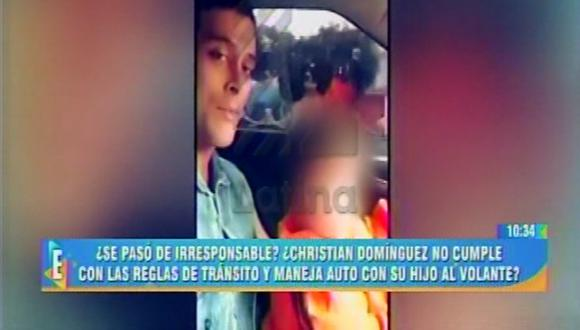 Christian Domínguez se graba mientras conduce su auto y lleva a su hijo sentado en sus piernas. (Captura de TV)