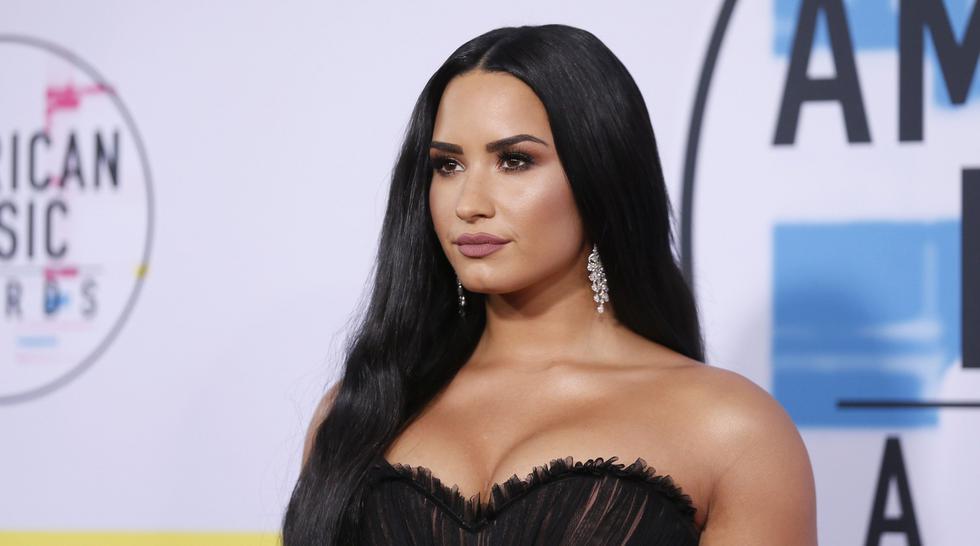 Demi Lovato lució un atuendo en concierto navideño que no dejó mucho a imaginar. (Reuters)