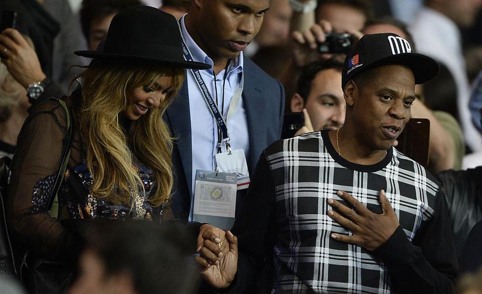 Beyoncé y Jay-Z presenciaron el partido entre el PSG y el Barcelona por la Champions League. (AFP)
