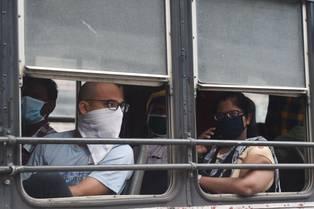 Viajar en metro o autobús (40%) (AFP / Punit PARANJPE)