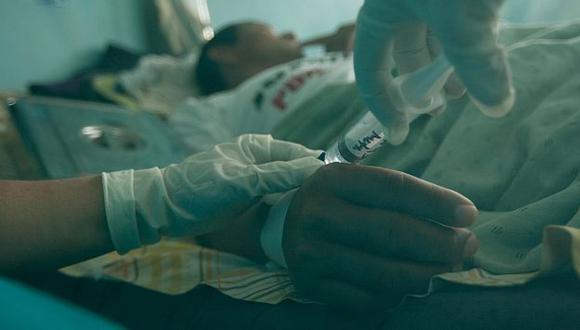 Hasta el momento hay dos muertos y casi dos mil afectados por la epidemia. (Foto referencial / USI)
