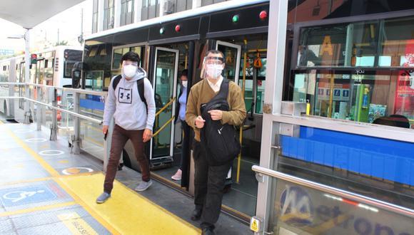 La Municipalidad de Lima recordó que el uso de mascarilla y protector facial es obligatorio en el transporte público. (Foto: MML)