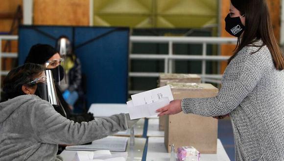 Las Elecciones municipales de Chile de 2021 se llevarán a cabo el sábado 15 y domingo 16 de mayo en un determinado horario (Foto: Twitter/@derechouchile)