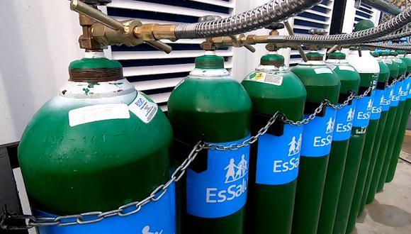 El pasado jueves llegaron vía terrestre 50 balones de oxígeno medicinal y esta mañana llegó otro cargamento de 50 por la vía aérea (Foto: EsSalud)