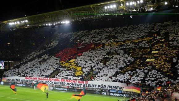 Los hinchas de Alemania y el especial mosaico para el amistoso ante Argentina. ( Foto: AFP)