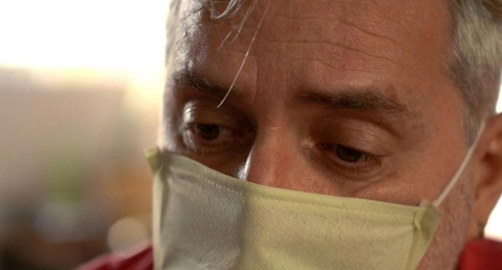 """El abogado brasileño Ricardo Garroux, quien se recuperó de COVID-19 después de pasar dos semanas en el mismo hospital donde su madre murió de la enfermedad, dice que estar enfermo se sintió como """"fui al frente de la guerra con una pistola y tuve que luchar"""". (AFP/FLORENCE GOISNARD)."""