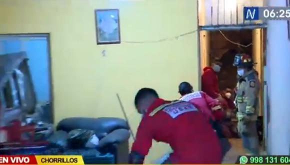 Esta madrugada, dos personas atrapadas en vivienda tras deslizamiento de cerro en Chorrillos. (Captura: Canal N)