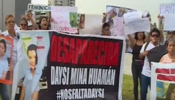 Familiares y amigos de Daysi Lizeth Mina Huamán protestaron frente al Palacio de Justicia. (Foto: Captura/Canal N)
