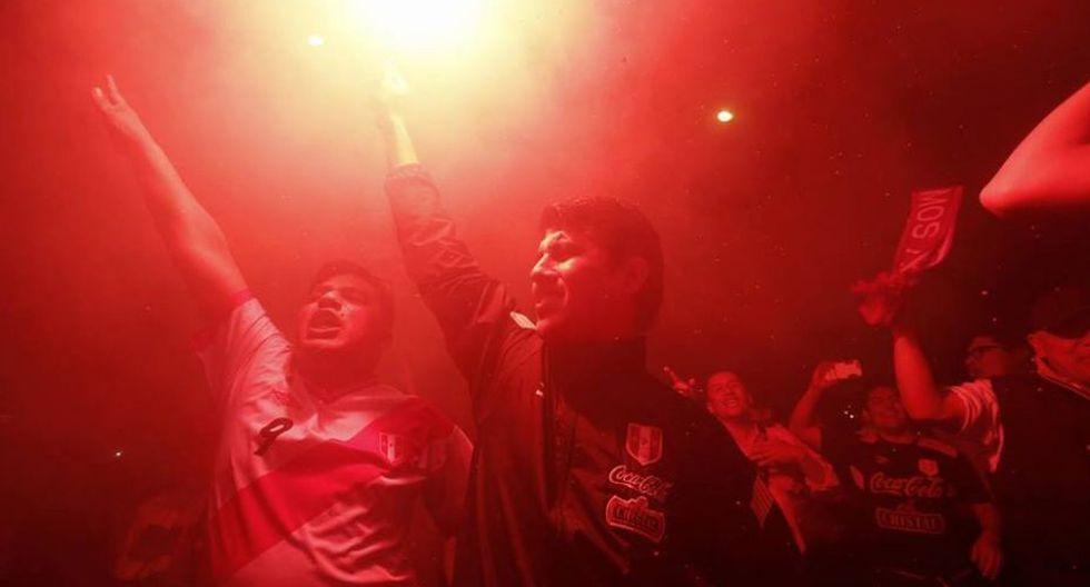 Hinchas peruanos apoyaron con arengas al equipo peruano. (Foto: Geraldo Caso)