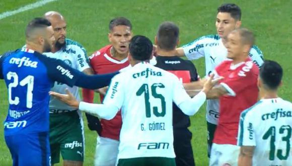 Paolo Guerrero reclamó al árbitro por un codazo de Gustavo Gómez. (Captura: YouTube / Globoesporte)