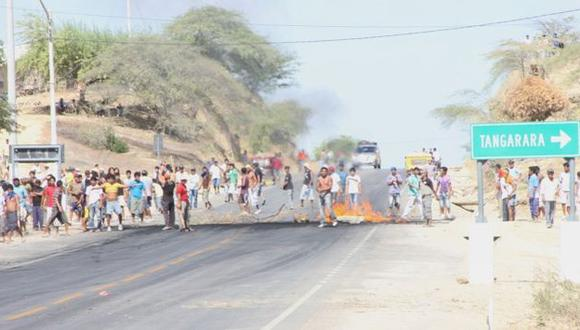 HUBO VIOLENCIA. Agricultores cerraron las carreteras y se enfrentaron a los efectivos de la Policía. (Difusión)