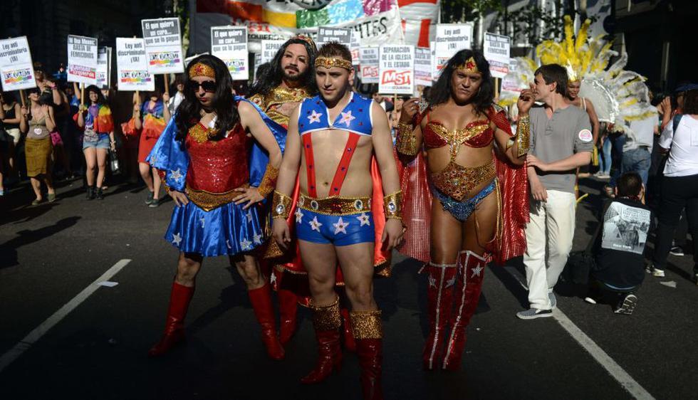 Argentina: Marcha del Orgullo Gay desfiló teñida por la campaña electoral. (AFP)