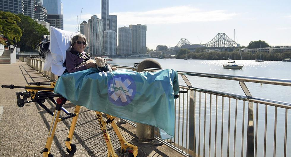 Betty Dowsett, de 92 años, fue llevada a una zona cercana al mar, en Brisbane. (Foto: AFP)