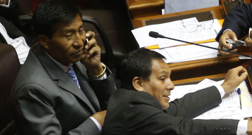 Congresistas tuvieron la ayuda de trabajadores del Congreso. (Perú21)