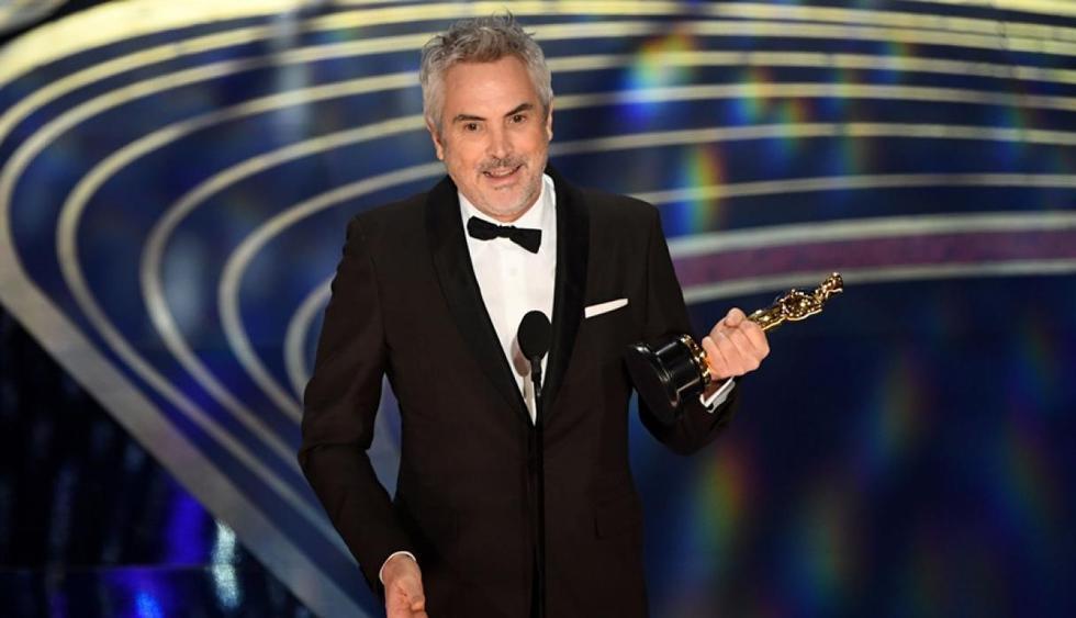 """Alfonso Cuarón recibiendo el premio a Mejor cinematografía por """"Roma"""". (Foto: Agencia)."""