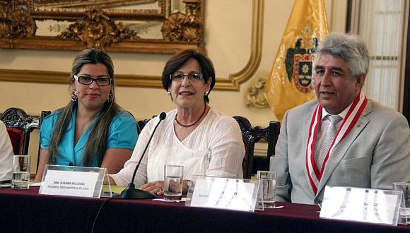 Alcaldesa de Lima, Susana Villarán, presentó el plan en conferencia de prensa. (Andina)
