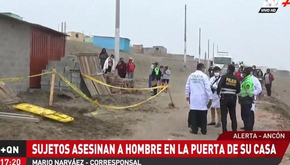 Hasta la zona llegaron agentes de la Policía y un fiscal para proceder a iniciar la investigación. Sin embargo, se tuvo que esperar a que se rescate el cuerpo, ya que había caído a un pozo tras el ataque. (ATV)