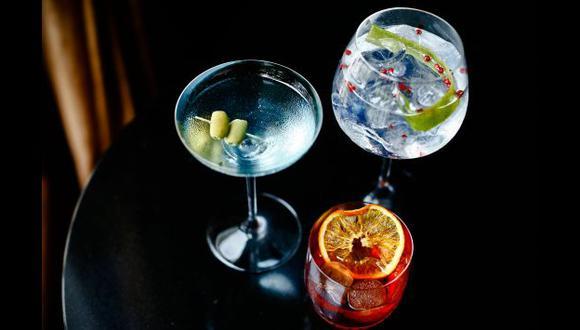 Un sólido negroni flanqueado por el dry martini y el gin tonic. (Luis Centurión)