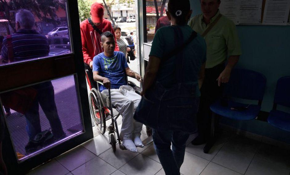 El director de Coalición de Organizaciones por el Derecho a la Salud y la Vida denunció que 15 pacientes renales murieron tras la paralización de servicios de diálisis por el apagón. (Foto: AFP)