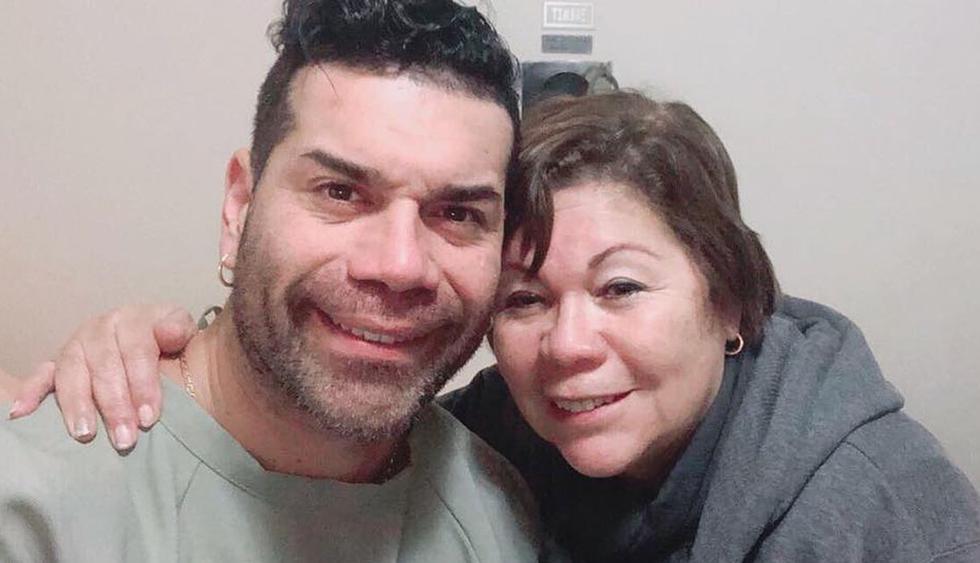 La mamá de 'Tomate' Barraza se encuentra hospitalizada y su estado es delicado. (Foto: @carlosbarrazaoficial)