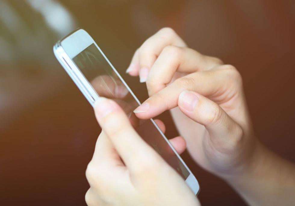Revisa las promociones móviles (Getty)