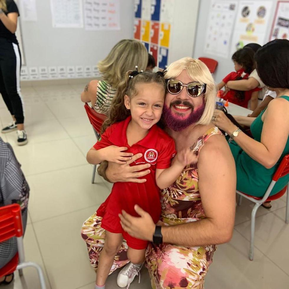 Daniel Correo accedió al pedido de su hija y se vistió de mamá (@danielcorrea69)