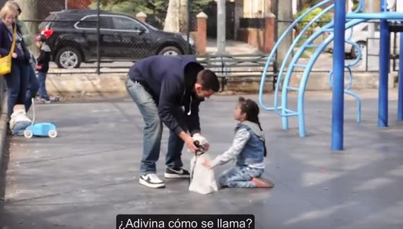 Mira la facilidad con la que un extraño se lleva a un niño (YouTube)