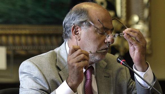 A CAPA Y ESPADA. Abugattás hizo una férrea defensa de su excolega de bancada Nancy Obregón. (Alberto Orbegoso)