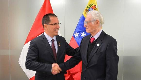 Vladimir Cerrón publicó una fotografía del canciller peruano Héctor Bejar con su par de Venezuela, Jorge Arreaza. (Foto: Twitter Vladimir Cerrón)