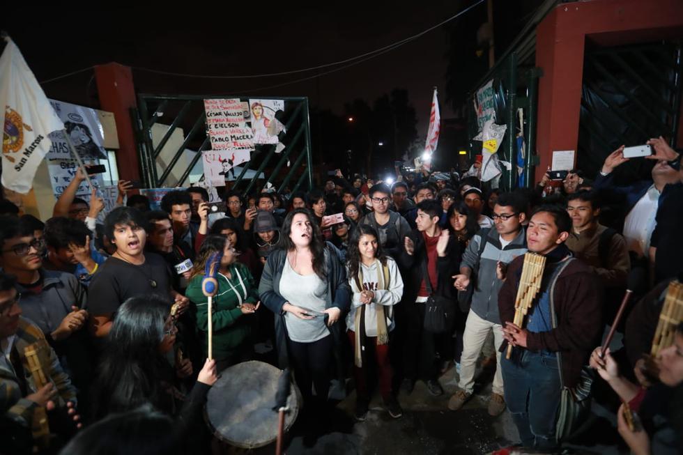 San Marcos: Alumnos levantaron oficialmente la toma de la universidad y abren las rejas. (Lino Chipana)