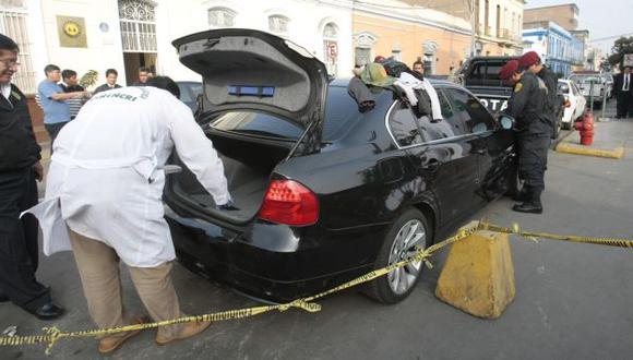 INVESTIGACIÓN. Los peritos analizarán el lujoso vehículo, el que iba a ser usado para un delito. (Rafael Cornejo)