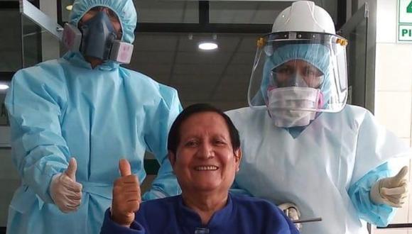 Minsa: El gastroenterólogo Rómulo Marreros (66), fue trasladado desde la provincia de Tocache (San Martín) al Hospital de Emergencia de Are Vitarte, en Lima, y tras vencer al COVID-19 fue dado de alta. (Foto Minsa)