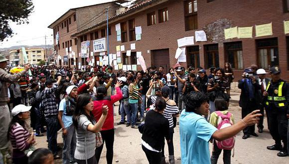 La Policía lanzó bombas lacrimógenas para dispersar a los manifestantes. (USI)