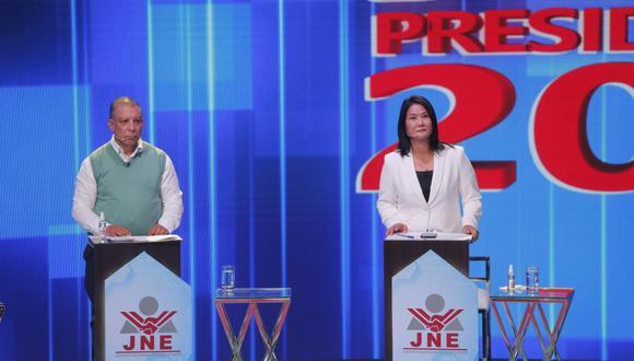 La candidata presidencial de Fuerza Popular, Keiko Fujimori, y su contendor del Frente Amplio, Marco Arana, se lanzaron varios pullazos. (Foto: Mario Zapata Nieto / @photo.gec)