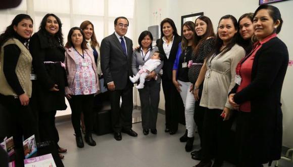 Carmen Omonte y José Gallardo Ku inauguraron un lactario en la sede del MTC. (Difusión)