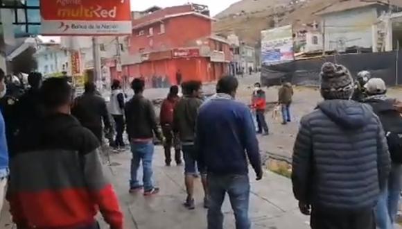 Policías recuperan tramo de la Carretera Central tras enfrentamiento con manifestantes