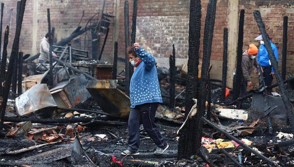 Más de 60 familias resultaron damnificadas por el incendio registrado en una quinta situada de la cuadra 9 del jirón Callao. (Foto: Hugo Curotto/GEC)