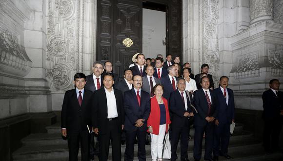 Acción Popular celebró su mayoría parlamentaria, ahora están divorciados de sus electores. (GEC)