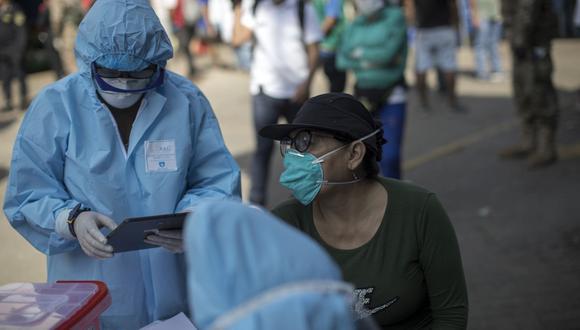 Esta semana el proceso de inmunización contra el COVID-19 continua para mayores de 40 años. (Foto:GEC)