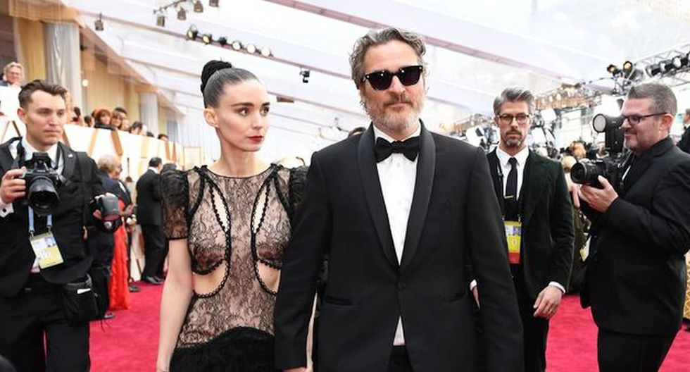 Joaquín Phoenix y Rooney Mara celebraron el premio Oscar a Mejor Actor. (Foto: AFP)