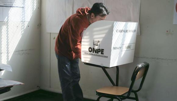 """Presentan libro que busca descifrar y analizar ¿Cómo somos los electores peruanos?: """"Elecciones y recepciones"""""""