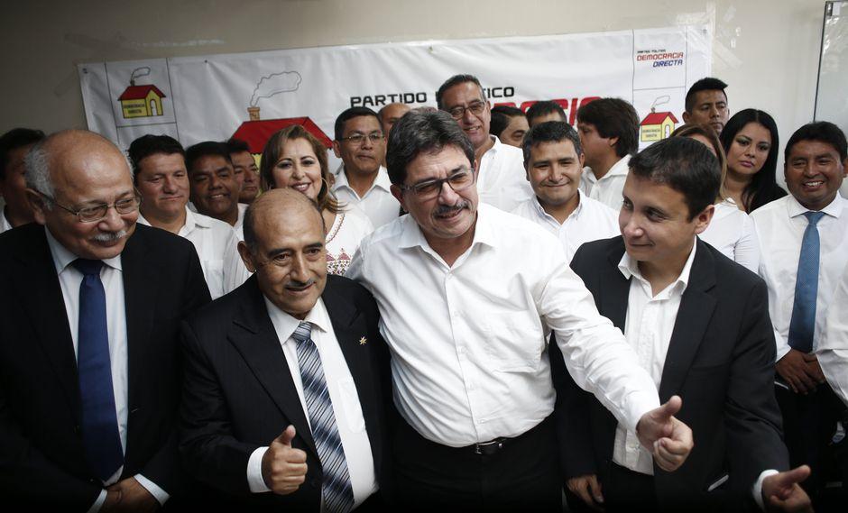 Enrique Cornejo postula por Democracia Directa (Renzo Salazar)