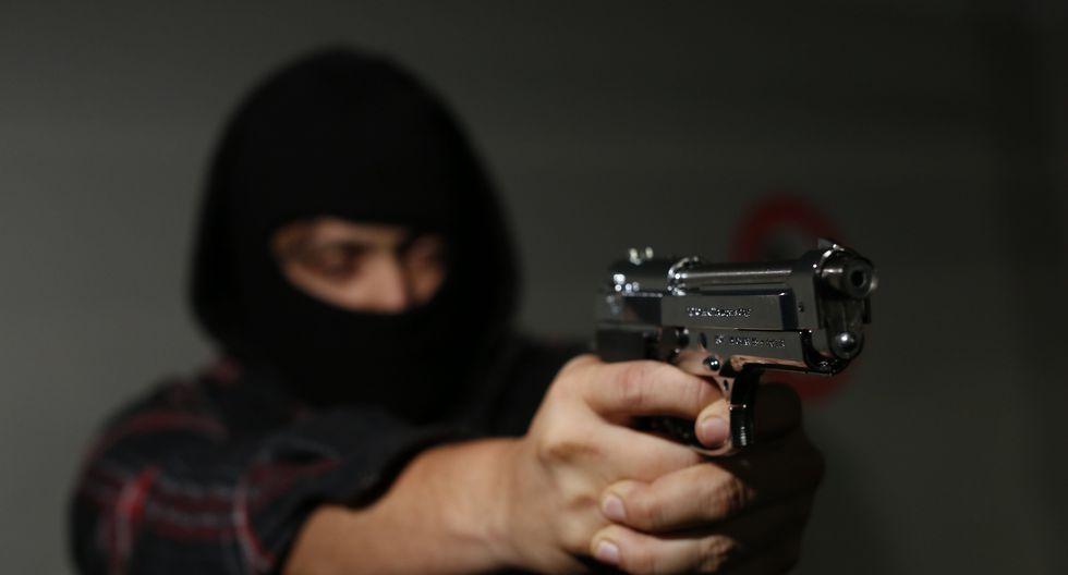 En ambos casos, los sicarios llegaron a bordo de motos y acribillaron a sus víctimas.