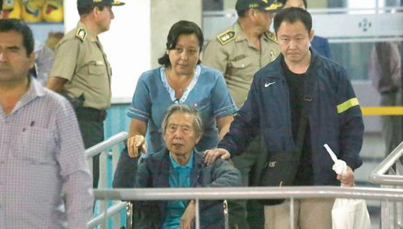 Fujimori dejó el jueves una clínica local y se dirigió a su nuevo domicilio en La Molina, tras recibir el indulto humanitario en Navidad. (EFE)