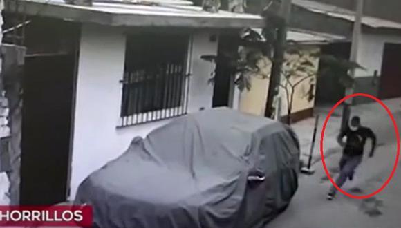 Joven fue herido de bala por un delincuente debido a que se resistió al robo de su celular, en Chorrillos. (Captura: América Noticias)