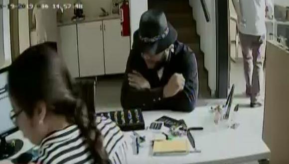 Los videos de las cámaras de seguridad son revisados por la Policía Nacional y la captura de los sujetos sería cuestión de tiempo. (Video: Captura/América Noticias)