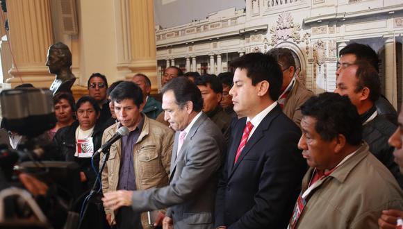 Malas compañías. Pedro Castillo le sivirió a Becerril para que el fujimorismo se tumbe al gabinete Zavala. (GEC)