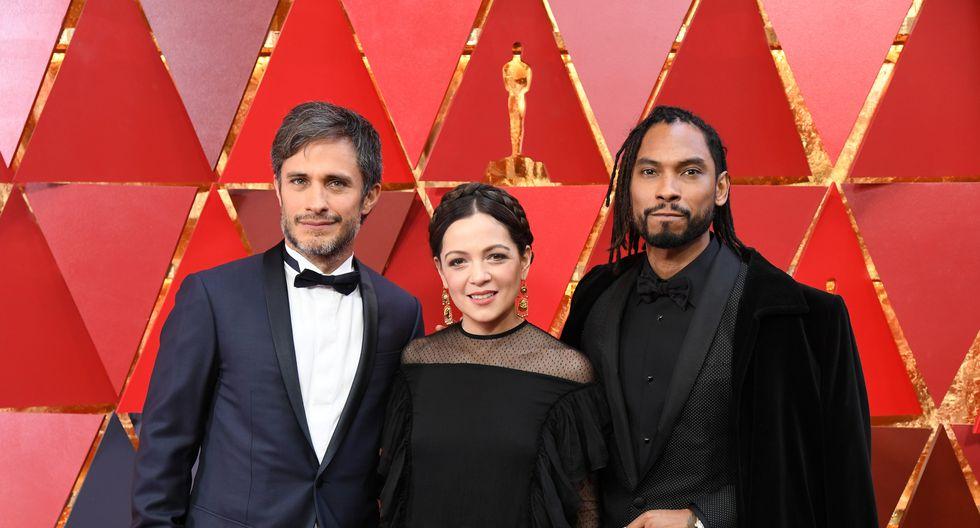 Gael García Bernal, Natalia Lafourcade y Miguel, posan juntos previo a la gala del Oscar. Ellos interpretarán la canción 'Remember me' ('Recuérdame'), nominada a Mejor Canción. (AFP)