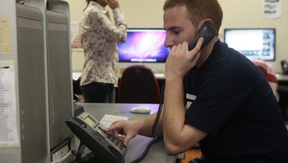 Usuarios esperan hasta 40 segundos para ser atendidos por la vía telefónica. (Rafael Cornejo/Perú21)