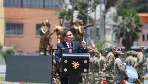El jefe de Estado presidió la ceremonia por el Día de las Fuerzas Armadas que se llevó a cabo en la Plaza de la Bandera. (Foto: Presidencia)